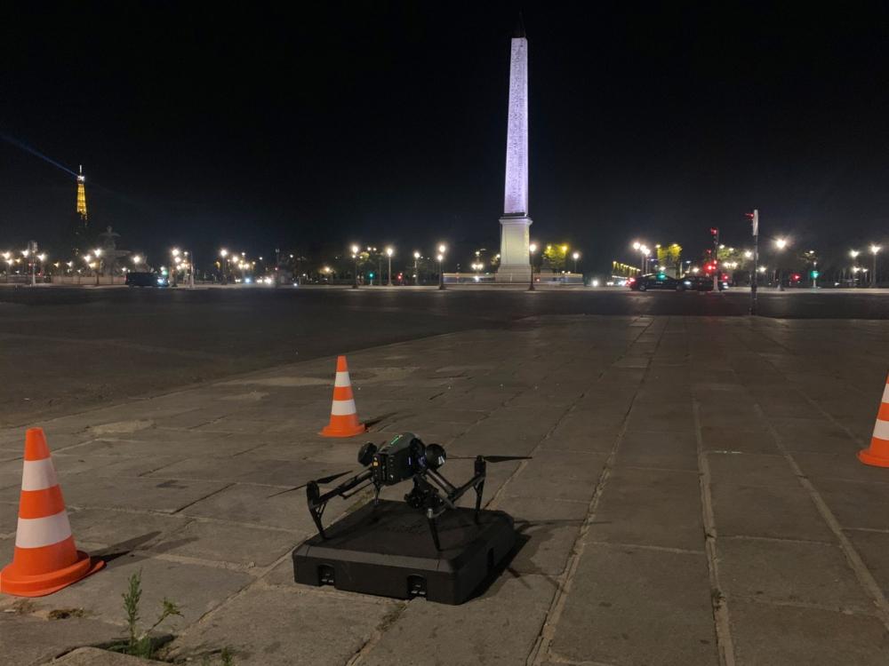 Drone Inspire 2 paré au décollage à Paris Place de la Concorde, de Nuit Juillet 2020 - copie