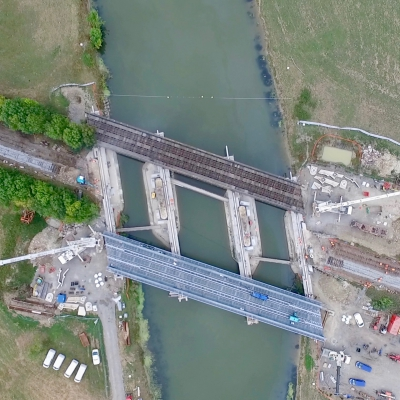 Network SNCF works for the replacement of the metal deck of the Viaduc sur le Lay in Vendée