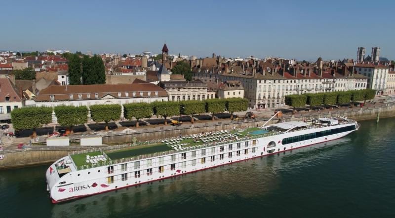 Croisière fluviale à Chalons sur Saône vu par drone