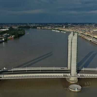 Vue aérienne du Pont Chaban-Delmas à Bordeaux