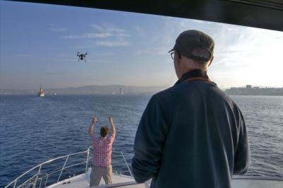 Atterissage sur un bateau du M200, dans nos mains, et qui oblige à la parfaite stabilité de l'embarcation © Drone -Pictures