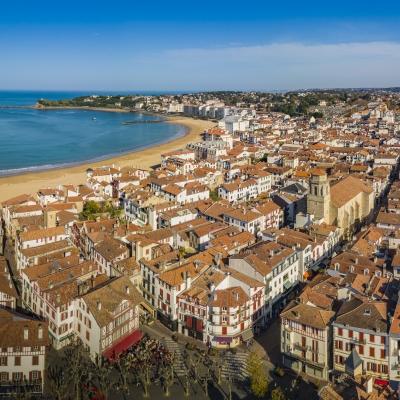 Vue aérienne par drone de la ville de Saint Jean de Luz, Pays Basque, 64