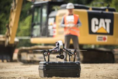 Photo et vidéo par drone pour des suivis de chantier de construction - Drone DJI Inspire 1 Pro - Décollage - Télépilote